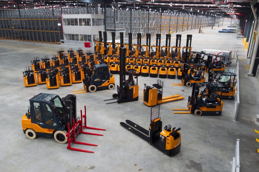 Оборудование и техника для складов — штабелеры и их типы